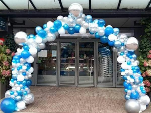 ballonnenboog blauw wit zilver - The Balloon Factory